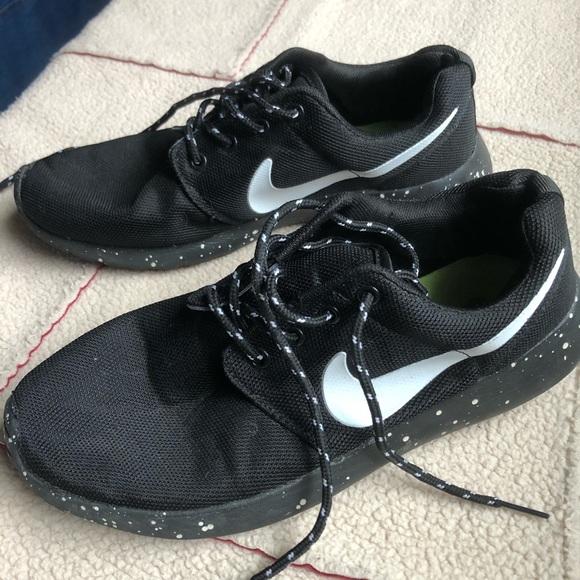f6cefe653ac9 Speckled Nike Roshe Runs. M 5be5ed392e1478185bebbb81